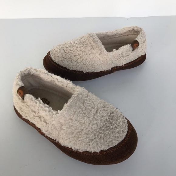 b4804f9367be acorn slippers Acorn Shoes
